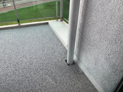 Grindvloer op het balkon